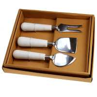 3 cheese cutters/knives in presentation box