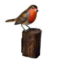 Robin on tree trunk